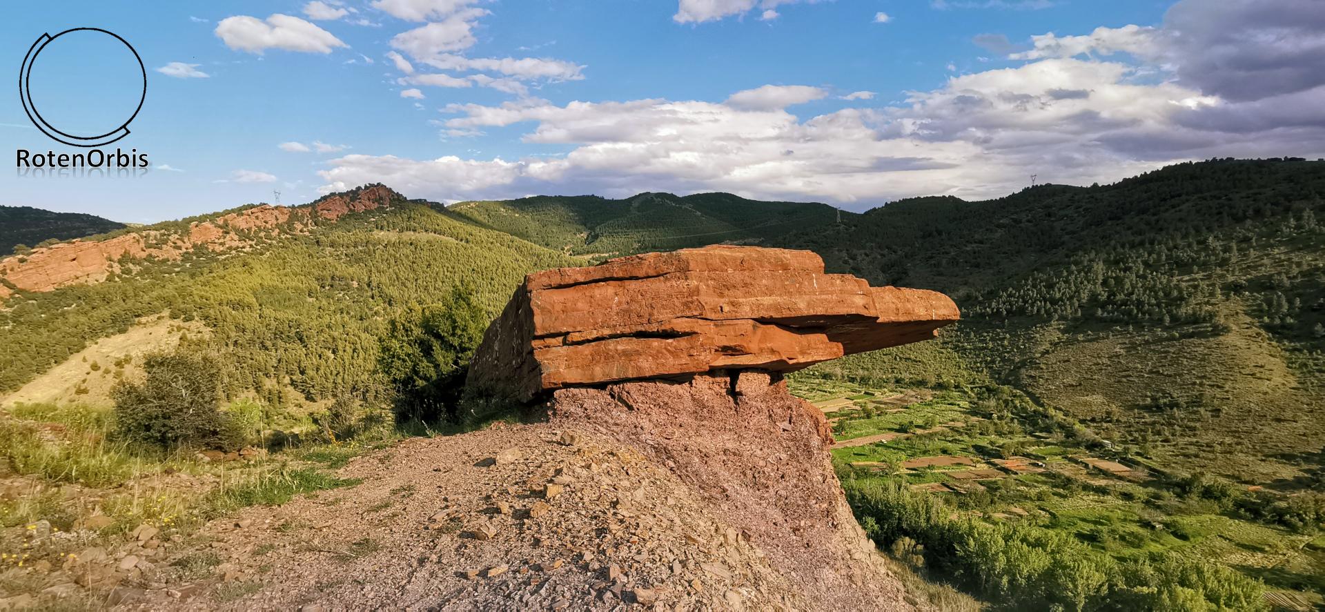Típica roca rojiza de Peñarroyas